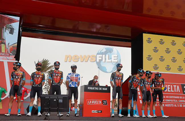 Bahrain Victorious best team from yesterday's stage at sign on before the start of Stage 10 of La Vuelta d'Espana 2021, running 189km from Roquetas de Mar to Rincón de la Victoria, Spain. 24th August 2021.     <br /> Picture: Luis Angel Gomez/Photogomezsport | Cyclefile<br /> <br /> All photos usage must carry mandatory copyright credit (© Cyclefile | Luis Angel Gomez/Photogomezsport)