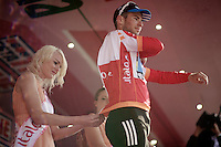 Giro d'Italia stage 13.Savano-Cervere: 121km..Mark Cavendish getting dressed in red