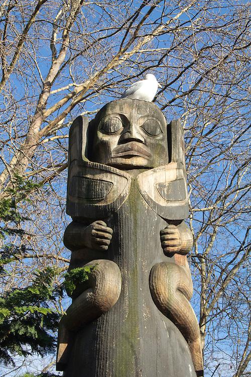 Seattle, Pioneer Square, Occidental Park, totem poles, Duane Pasco, native wood carver, urban art, Washington State, Pacific Northwest,