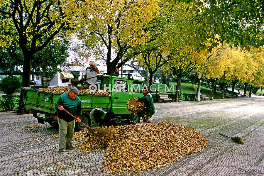Limpeza pública em Lisboa. Portugal. 1999. Foto de Juca Martins.