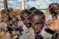 KENIA Nairobi Korogocho Slum, Kinder auf dem Sportplatz einer Schule / KENYA Nairobi Korogocho Slum, youngster at sport place