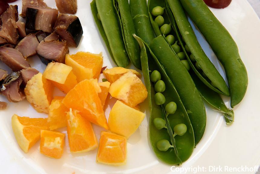 Tapas mit Obst, Zuckererbsen und geräuchertem Fisch,  Provinz Murcia, Spanien, Europa
