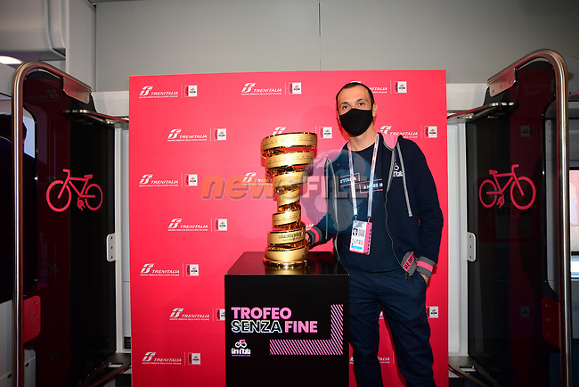 Ivan Basso with the Trofeo Senza Fine which will travel today from Porto Sant'Elpidio to Rimini on a convoy with a pink livery in honour of the Corsa Rosa before the start of Stage 11 of the 103rd edition of the Giro d'Italia 2020 running 182km from Porto Sant'Elpidio to Rimini, Italy. 14th October 2020.  <br /> Picture: LaPresse/Jennifer Lorenzini | Cyclefile<br /> <br /> All photos usage must carry mandatory copyright credit (© Cyclefile | LaPresse/Jennifer Lorenzini)