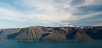 Seiland og Normannsjøkelen, sett fra Komagaksla på Sørøya. --- Seiland and the glacier Normannsjøkelen, seen from Komagaksla on Sørøya.