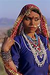 India, Rajasthan, Portrait of local woman in traditional dress | Indien, Rajasthan, Portrait einer Einheimischen in traditioneller Kleidung