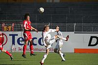 Kopfball von Christian Telch (FSV Mainz 05), daneben Alex Buch (FC Bayern M¸nchen)