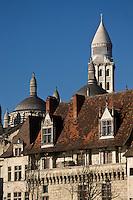 Europe/France/Aquitaine/24/Dordogne/Périgueux: La cathédrale Saint-Front, et en permier plan la Maison des Consuls