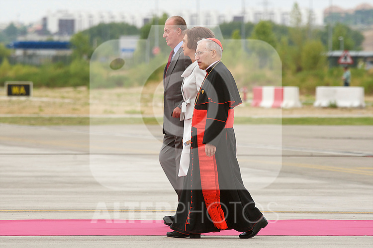 Pope Benedict XVI is accompanied by King Juan Carlos of Spain and Queen Sofia on his arrival at Barajas airport during World Youth Day 2011 celebrations  in Madrid, Spain. ..Photo: Billy Chappel / ALFAQUI