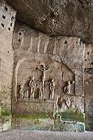 Europe/France/Aquitaine/24/Dordogne/Brantome: <br /> L'abbaye Saint-Pierre de Brantôme est une ancienne abbaye bénédictine - Vestiges du premier monastère aménagé dans le pied de la falaise avec notamment la grotte du Jugement Dernier , Crucifixion -  bas relief du XV ème siècle,