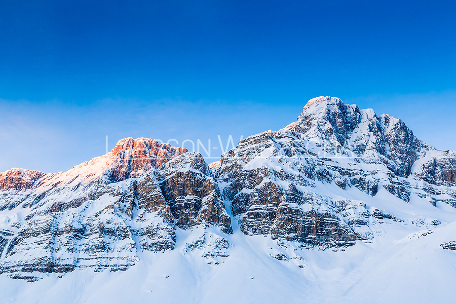 The Icefields Parkway is 227 km of mountain road built between Jasper and Lake Louise, one of Canada's national treasures and most rewarding destinations through the heart of the Canadian Rocky Mountain Parks World Heritage Site.