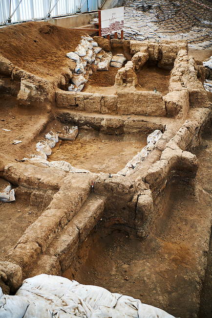 looking up hill of the south area across square Neolithic remains of mud brick houses walls. In the centre it can be seen how deep the excavation has gone so far. 7500 BC to 5700 BC, Catalyhoyuk Archaeological Site, Çumra, Konya, Turkey