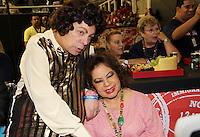 SAO PAULO, SP, 18 DE FEVEREIRO 2012 - CAMAROTE BAR BRAHMA -  Os cantores Cauby Peixoto e Angela Maria sao vistos no Camarote Bar Brahma, no primeiro dia de desfiles do Grupo Especial do Carnaval de Sao Paulo, na noite deste sabado 18, no Sambodromo do Anhembi regiao norte da capital paulista. (FOTO: MILENE CARDOSO - BRAZIL PHOTO PRESS).