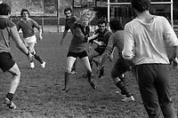 La chef d Orchestre Claude Manlay qui joue avec les joueurs du Stade Toulousain,  le 10 mai 1973.