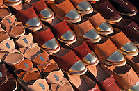 Markt in Midoun, traditionelle Schuhe, Djerba, Tunesien