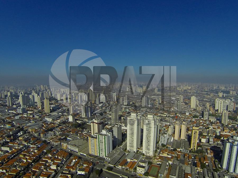 SAO PAULO, SP, 28/07/2013, CLIMA TEMPO. O Domingo (28) comeca com sol em Sao Paulo, foto aerea na regiao da Mooca. LUIZ GUARNIERI/BRAZIL PHOTO PRESS.
