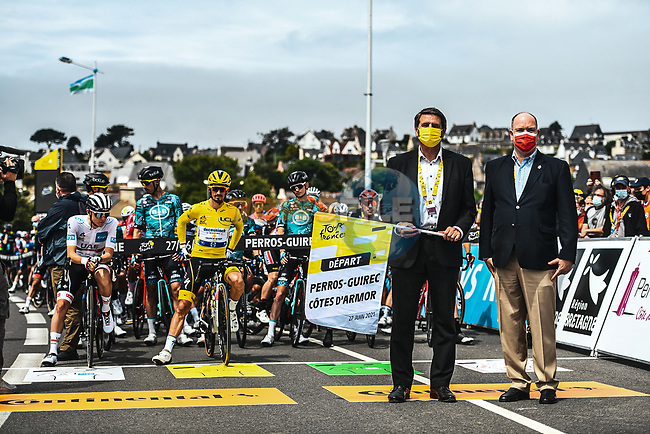 Erven Leon Mayor of Perros-Guirec and S.A.S. Albert II of Monaco ready to start Stage 2 of the 2021 Tour de France, running 183.5km from Perros-Guirec to Mur-de-Bretagne Guerledan, France. 27th June 2021.  <br /> Picture: A.S.O./Charly Lopez | Cyclefile<br /> <br /> All photos usage must carry mandatory copyright credit (© Cyclefile | A.S.O./Charly Lopez)