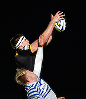 Photo: Richard Lane/Richard Lane Photography. LV= Cup. London Wasps v saracens. 08/11/2013. Wasps' James Cannon wins a line out as he is challenged by Saracens' Jackson Wray.