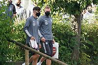 Torwart Bernd Leno (Deutschland Germany) mit der Arsenal Tüte - 31.08.2020: Erstes Training der Deutschen Nationalmannschaft vor dem Nations League gegen Spanien, ADM Sportpark Stuttgart