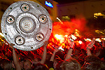 2011-BVB-09-fans-on-the-ancient-marketplace