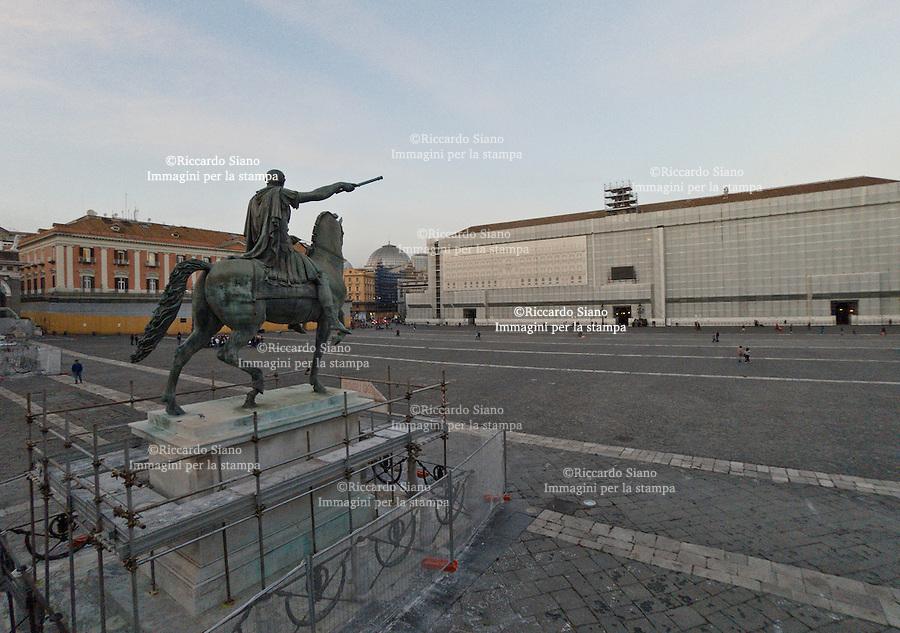 - NAPOLI 27 NOV 2014 -   piazza  plebiscito