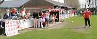 Ladies Desselgem - FC Meulebeke :<br /> <br /> ook langs de lijn maakt men zich op voor het 2e kampioenenfeest op rij bij Ladies Desselgem<br /> <br /> foto VDB / BART VANDENBROUCKE