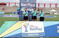 VILLAVICENCIO - COLOMBIA, 06-08-2021: Viviana Muñoz, arbitra durante partido entre Llaneros F. C. y Fortaleza CEIF de la Fase de Grupos de la fecha 6 por la Liga Femenina BetPlay DIMAYOR 2021 jugado en el estadio Bello Horizonte de la ciudad de Villavicencio. / Viviana Muñoz, referee during a match between Llaneros F. C. and Fortaleza CEIF of the Group Phase the 6th date for the Women's League BetPlay DIMAYOR 2021 played at the Bello Horizonte stadium in Villavicencio city. / Photo: VizzorImage / Daniel Garzon / Cont.