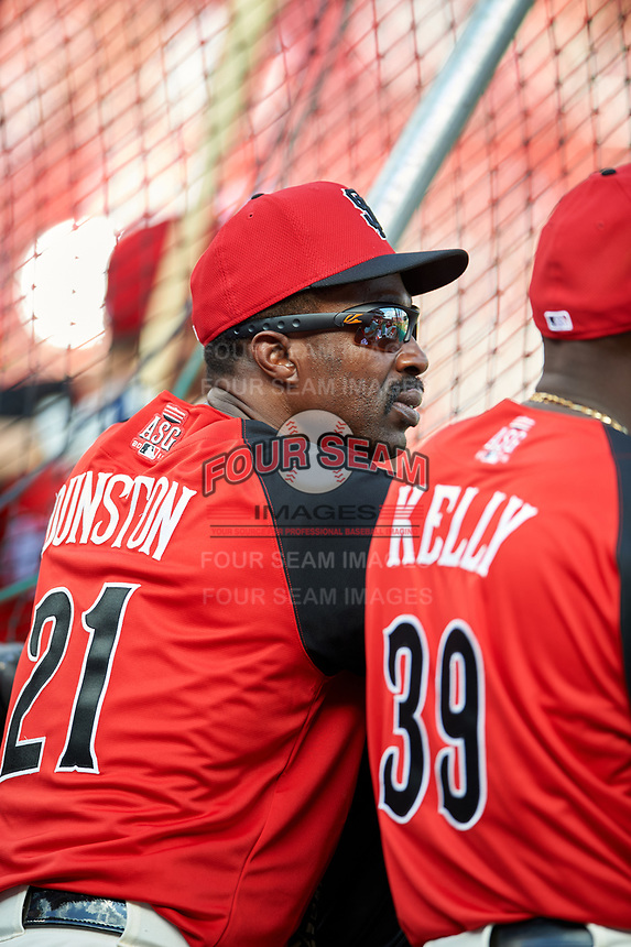 San Francisco Giants Shawon Dunston during practice before the MLB All-Star Game on July 14, 2015 at Great American Ball Park in Cincinnati, Ohio.  (Mike Janes/Four Seam Images)