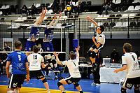 24-03-2021: Volleybal: Amysoft Lycurgus v Sliedrecht Sport: Groningen , aanval Sliedrecht met een blok van Lycurgus speler Dennis Borst en Lycurgus speler Bennie Tuinstra