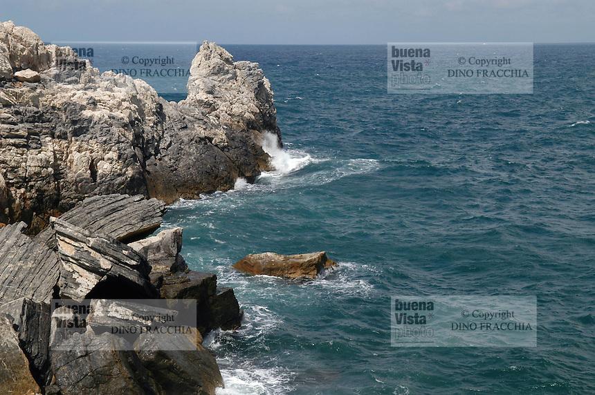 """- Portovenere (La Spezia), the coast towards the """"Cinque Terre""""..- Portovenere (La Spezia), la costa verso le Cinque Terre"""