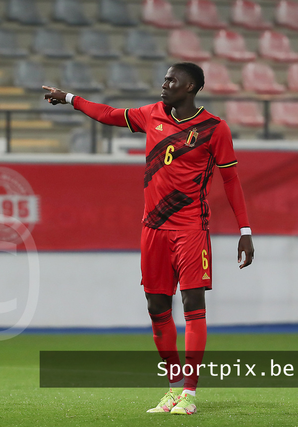 Amadou Onana (6) of Belgium  points during a soccer game between the national teams Under21 Youth teams of Belgium and Kazakhstan on the third matday in group I for the qualification for the Under 21 EURO 2023 , on friday 8 th of october 2021  in Leuven , Belgium . PHOTO SPORTPIX   SEVIL OKTEM