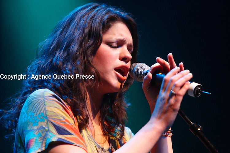 Eva Avila in concert.<br /> <br /> Eva Avila is a Canadian singer from Gatineau, Quebec and the winner of the 2006 season of Canadian Idol. competition and the second female winner. She auditioned for the competition in Ottawa. Her father initiated her to music and she has been singing in public since the age of 2, and at the age of 9 was a winner on Homegrown Cafe, a talent show on CJOH-TV, in Ottawa. Prior to Idol, Avila worked as a postal clerk and a beauty consultant. She is a former winner of the Jeune Diva du Quebec contest. Avila is fluent in French, English and Spanish, her father being from Peru. Her nickname, given by her family when Eva was a small child, is Eva le dragon.<br /> <br /> Photo : (c) 2007 - images Distribution