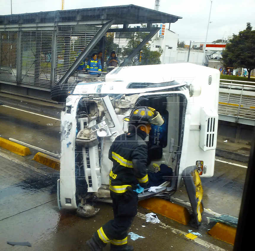 BOGOTA -COLOMBIA ,  Accidentes vehiculares./ Vehicle accidents . Photo: VizzorImage / Felipe Caicedo / Staff