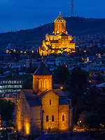 Avlabari mit Sameba-Kathedrale, Metheki und Fluss Kura-Mtkwari,  Tiflis – Tbilissi, Georgien, Europa<br /> Awlabari with Sameba Cathedral, Metheki Church and river Kura Mtkwari, Tbilisi, Georgia, Europe