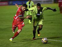 TUNJA - COLOMBIA -22-07-2016: Uvaldo Luna (Izq.) jugador de Patriotas FC, disputa el balón con Jeison Suarez (Der.) jugador de Cortulua, durante partido Patriotas FC y Cortulua, por la fecha 5 de la Liga de Aguila II 2016 en el estadio La Independencia en la ciudad de Tunja. / Uvaldo Luna (L) of Patriotas FC, figths the ball with con Jeison Suarez (R) player of Cortulua, during a match Patriotas FC and Cortulua, for date 5 of the Liga de Aguila II 2016 at La Independencia stadium in Tunja city. Photo: VizzorImage  /  Cesar Melgarejo / Cont.