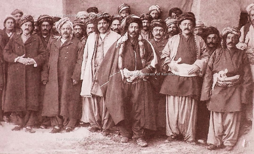 Iran 1880 A Tikantape,personnalités kurdes  de gauche a droite,  au premier rang, Keikhosrew Beg, Salim Beg, Ali Beg, Feizullah Beg, en retrait, Reshid Beg et Aziz Beg Nobehar<br />
