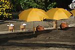 Men taking a sand bath in Beppu.<br /> <br /> Hommes prenant un bain de sable à Beppu. Japon.