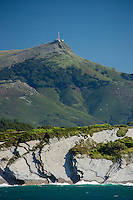 France, Pyrénées-Atlantiques (64), Pays-Basque,Env  Ciboure: La Corniche basque ou Corniche d'Urrugne, en fond les  Pyrénées basques  et la Rhune  // France, Pyrenees Atlantiques, Basque Country,Near Ciboure Basque Corniche, Corniche Urrugne  in the background   the Basque Pyrenees and the Rhune
