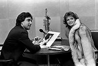 Sujet : CHOI-FM Entrevue Pierre Villa et Véronique Béliveau<br /> Date : 1980<br /> Photographe : Jacques Thibault<br /> - Agence Quebec Presse