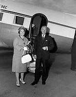 Le premier ministre Jean Lesage et son epouse de retour d'un voyage a Vancouver<br /> <br /> , le 11 aout 1962<br /> <br /> Photographe : Photo Moderne<br /> - Agence Quebec Presse