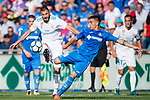 Karim Benzema of Real Madrid (L) fights for the ball with Mauro Wilney Arambarri Rosa of Getafe CF (R) during the La Liga 2017-18 match between Getafe CF and Real Madrid at Coliseum Alfonso Perez on 14 October 2017 in Getafe, Spain. Photo by Diego Gonzalez / Power Sport Images