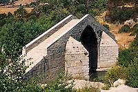 France/Corse/Corse-du-Sud/2A/Spin' a Cavalu: Pont Génois - Edifié au XIII ème siècle et remanié au XV ème siècle - Monument classé depuis 1976
