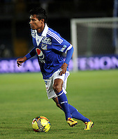 BOGOTA - COLOMBIA-26-06-2013: Luis Mosquera, defensa de Millonarios en acción durante partido en el estadio Nemesio Camacho El Campin de la ciudad d Bogota, junio 26de 2013. Millonarios y Deportivo Cali, durante partido por la cuarta fecha de los cuadrangulares semifinales de la Liga Postobon I. (Foto: VizzorImage / Luis Ramirez / Staff). Luis Mosquera, defense of Millonarios in action during game in the Nemesio Camacho El Campin stadium in Bogota City, June 26, 2013. Millonarios and Deportivo Cali during match for the fourth round of the semi finals of the Postobon League I. (Photo: VizzorImage / Luis Ramirez / Staff).