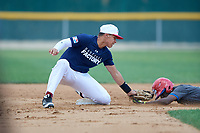 Jose Hernandez (4) tags a base runner out at second base during the Dominican Prospect League Elite Underclass International Series, powered by Baseball Factory, on August 31, 2017 at Silver Cross Field in Joliet, Illinois.  (Mike Janes/Four Seam Images)