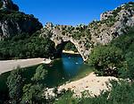 France, Region Rhone-Alpes, Département Ardèche, near Vallon-Pont-d`Arc: Pont d'Arc and the Gorges de l'Ardeche | Frankreich, Region Rhone-Alpes, Département Ardèche, bei Vallon-Pont-d`Arc: der 60 Meter hohe Natursteinbogen Pont d'Arc in der Schlucht Gorges de l'Ardeche