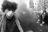- Milan, student demonstration against pollution (February 1989)....- Milano, manifestazione studentesca contro l'inquinamento (febbraio 1989)