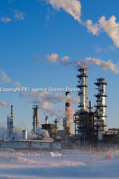 Canada, Quebec City, Quebec City, Petroleum Refinery<br /> PHOTO :  Agence Quebec presse