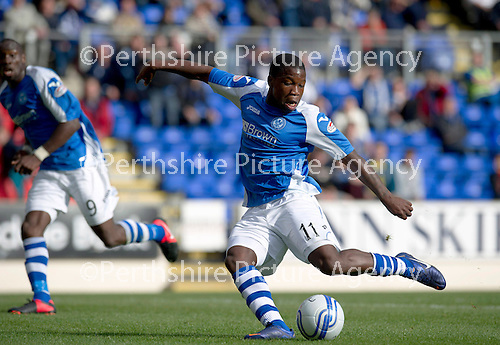 St Johnstone v Dundee United....01.09.12      SPL  .Nigel Hasselbaink shoots only to see his shot saved.Picture by Graeme Hart..Copyright Perthshire Picture Agency.Tel: 01738 623350  Mobile: 07990 594431