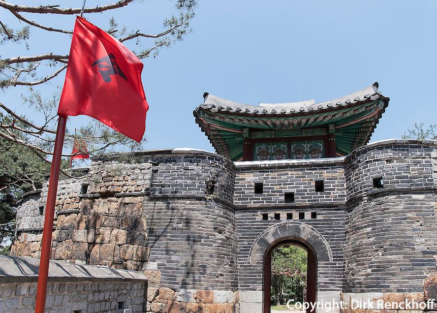 Tor Seoammun der Festung-Hwaseong von Suwon, Provinz Gyeonggi-do, Südkorea, Asien, Unesco-Weltkulturerbe<br /> Gate Seoammun of fortress Hwaseong, Suwon, Province Gyeonggi-do, South Korea Asia, UNESCO World-heritage