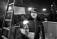 - Milano, dicembre 1982, fiaccolata di Natale in difesa del posto di lavoro, il cantautore Ivan Della Mea<br /> <br /> - Milan, December 1982, Christmas candlelight vigil in defense of the workplace, singer-songwriter Ivan Della Mea