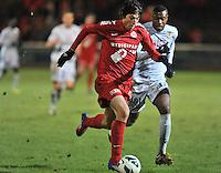 KV Kortrijk - KV Mechelen : Pablo Chavarria op doel af met achter zich Sheldon Bateau.foto VDB / BART VANDENBROUCKE